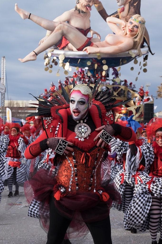 """""""love sex"""" carnival of viareggio"""