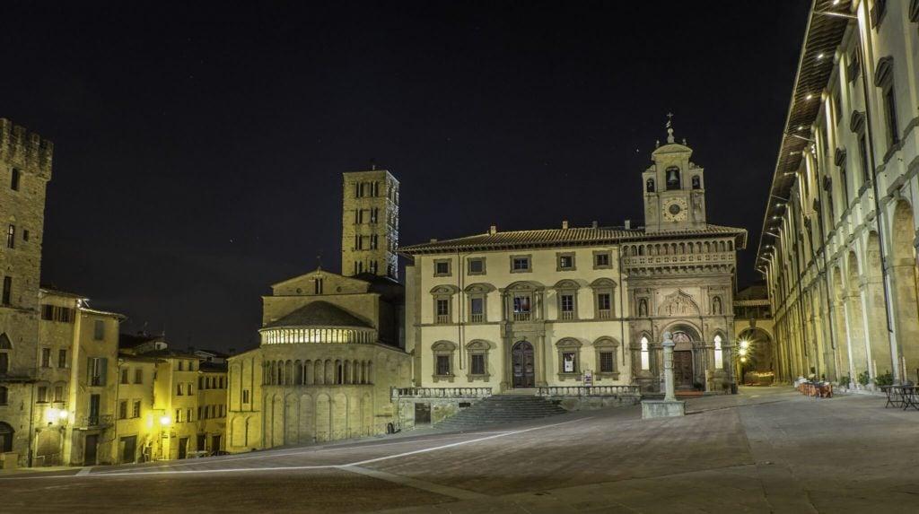 Piazza Grande in Arezzo at night