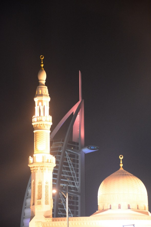 Mosque and modern, the curves complement the straight lines of the construction of the buildings and the photograph...