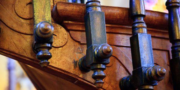 Połączenie balustrady z konstrukcją schodów