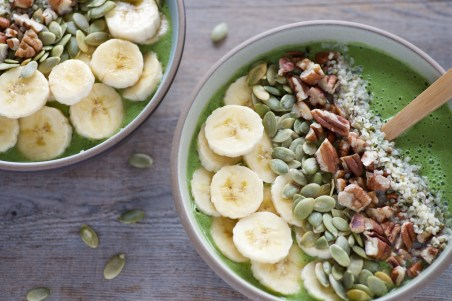 Romaine-Arugula-and-Pear-Smoothie-Bowl