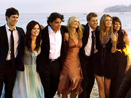 THE O.C.- The cast of The O.C. L-R: Adam Brody, Rachel Bilson, Peter Gallagher, Kelly Rowan, Benjamin McKenzie, Mischa Barton, Melinda Clarke