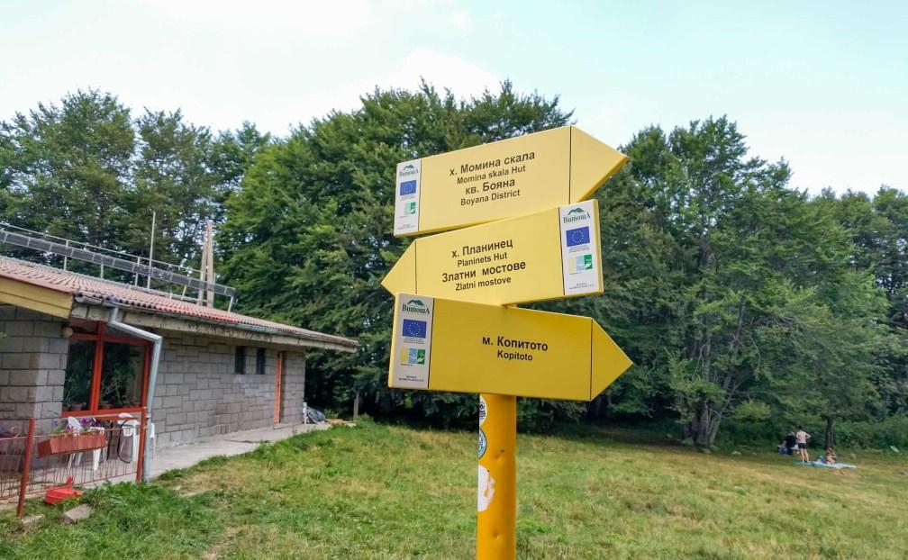 sign to Momina Skala hut