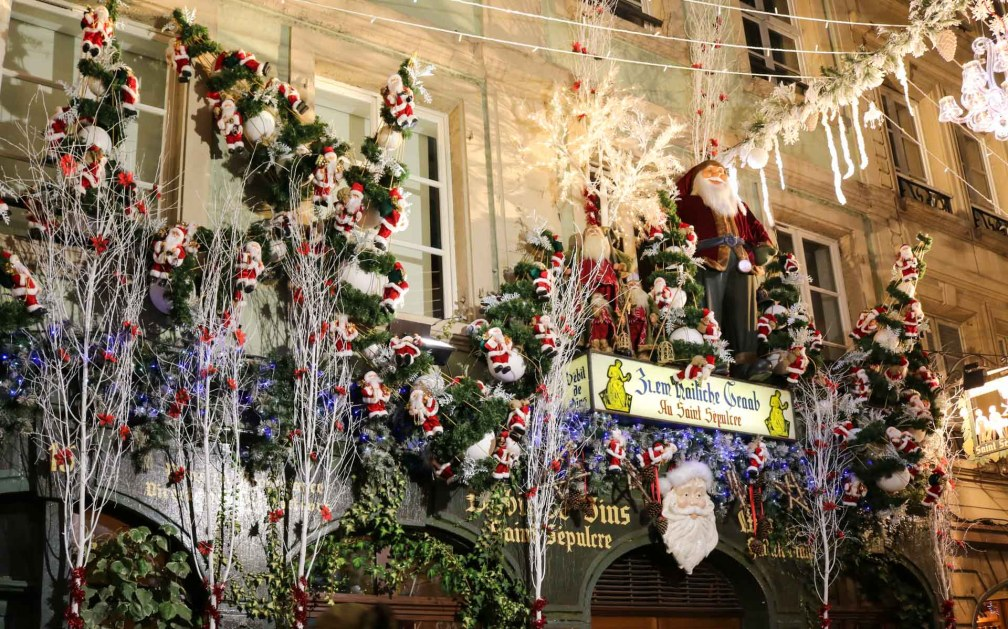Рождественская уличная отделка Страсбургские рождественские ярмарки Почему вы должны посетить Страсбургские рождественские ярмарки strasbourg christmas street decoration