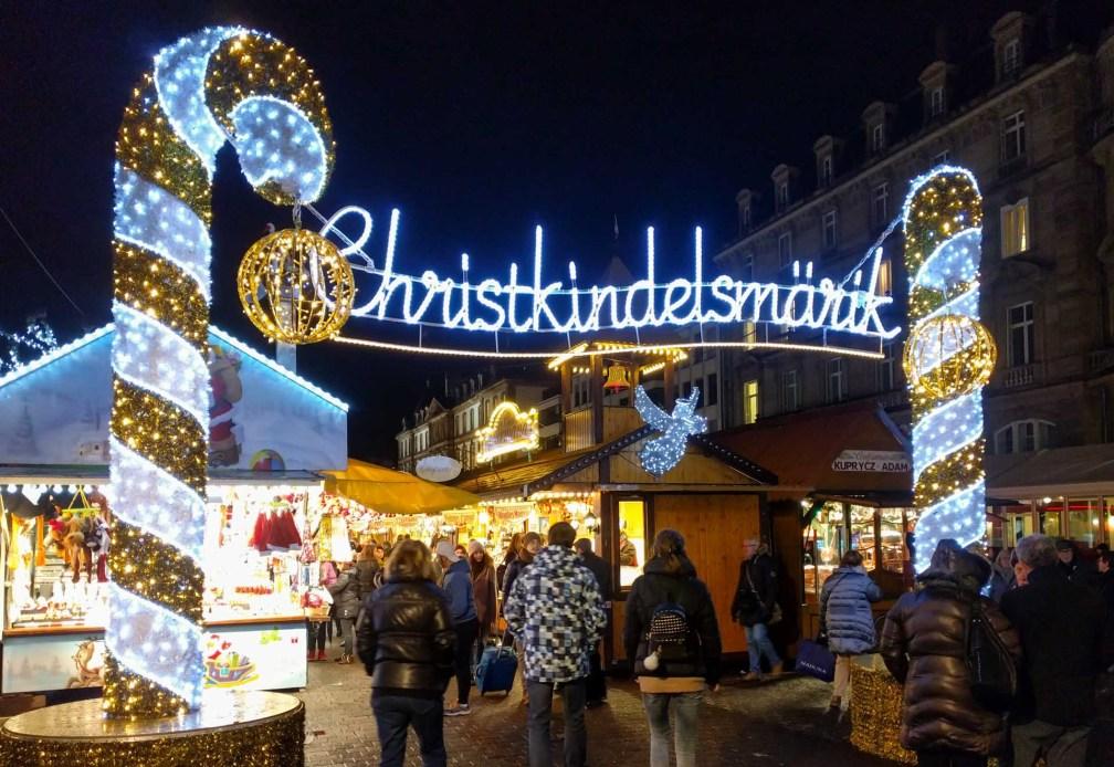 Место Брогли ночью Страсбургские рождественские ярмарки Почему вы должны посетить Страсбургские рождественские ярмарки strasbourg place broglie night