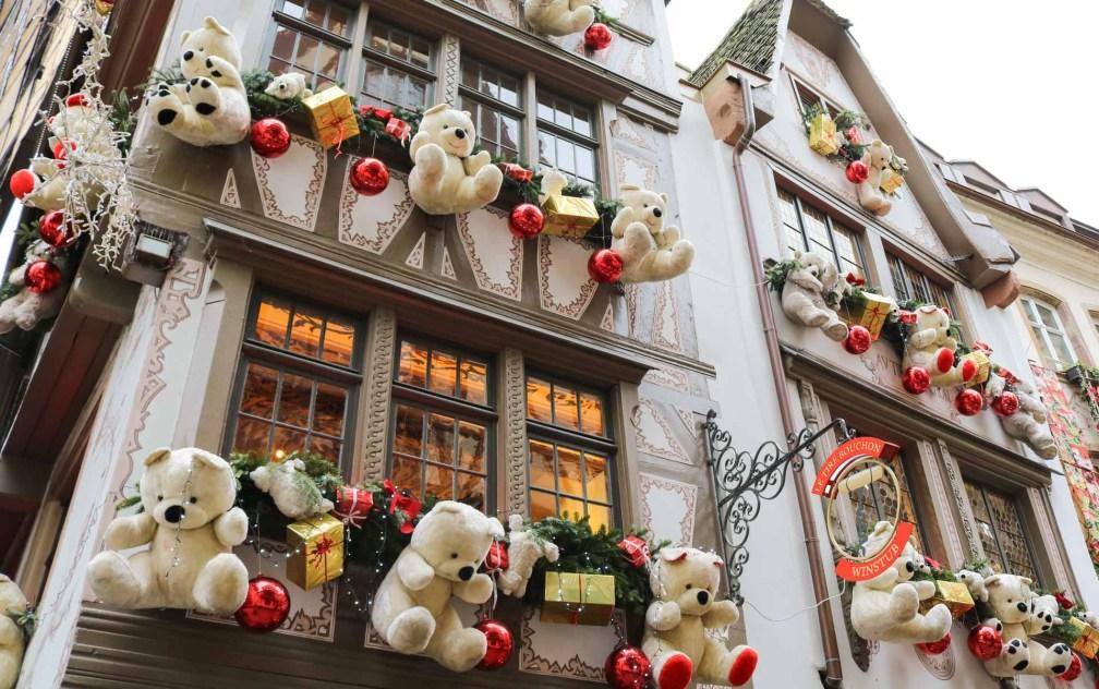 белые медведи украшения Страсбургские рождественские ярмарки Почему вы должны посетить Страсбургские рождественские ярмарки strasbourg polar bears decoration