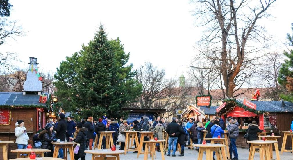 Рождественская деревня Altes AKH рождественские рынки в Вене Лучшие рождественские рынки в Вене vienna christmas village altes akh
