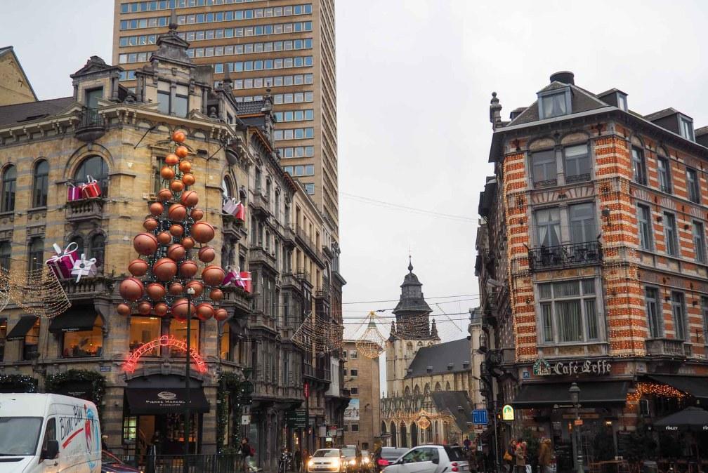 Уличные украшения Брюсселя Лучшие брюссельские рождественские ярмарки Лучшие брюссельские рождественские ярмарки (путеводитель по 2019 году) brussels christmas street decorations
