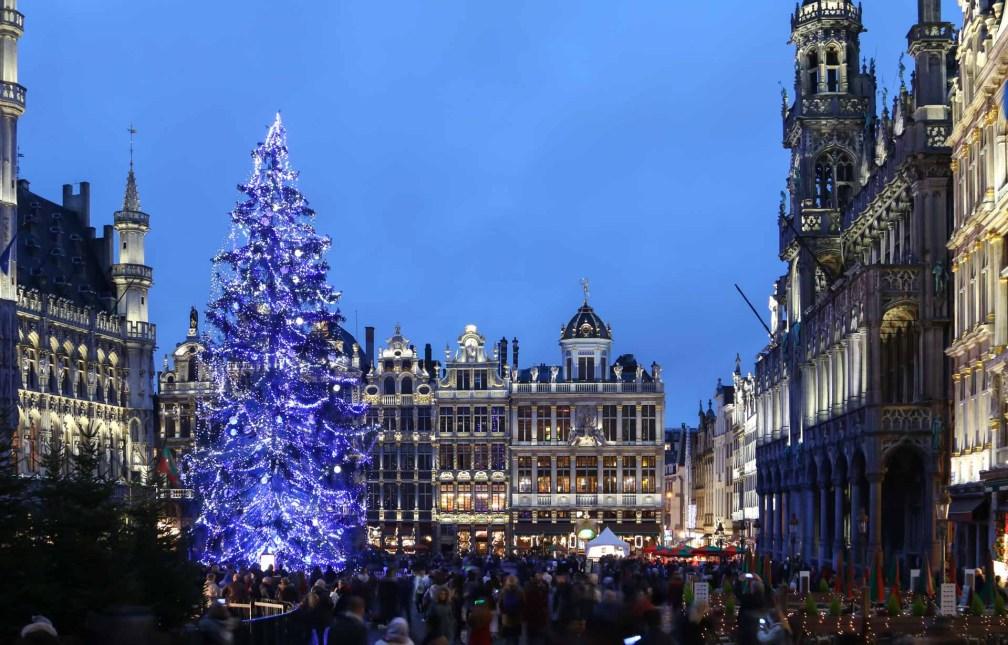 Рождественский базар Гран-Плас Лучшие брюссельские рождественские ярмарки Лучшие брюссельские рождественские ярмарки (путеводитель по 2019 году) brussels christmas tree grand place