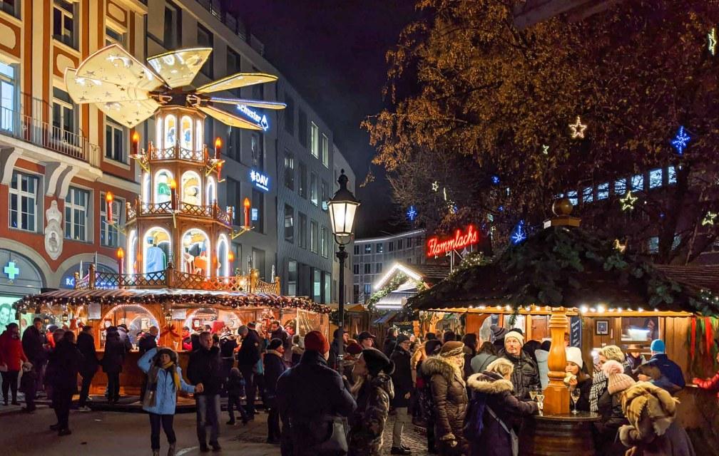 Rindermarkt Лучшие рождественские рынки в Мюнхене Лучшие рождественские рынки в Мюнхене (путеводитель по 2020 году) munich rindermarkt christmas market