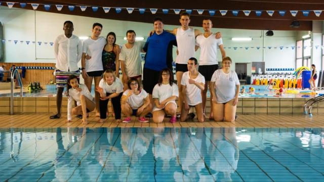 La squadra di ragazzi disabili che vuole nuotare lontano
