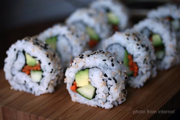 Foodcalifornia-rollsYVRfood
