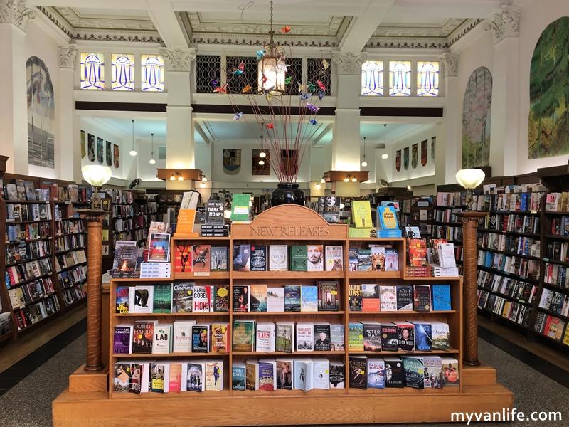溫哥華旅遊|愛雖逝,書香長流,加拿大最美的孟若書店