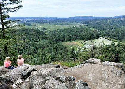 溫哥華旅遊|初夏在敏內克哈達公園步道,尋找沼澤、河谷和獵屋