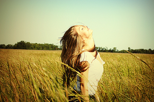 field-freedom-grass-hair-light-Favim.com-135255