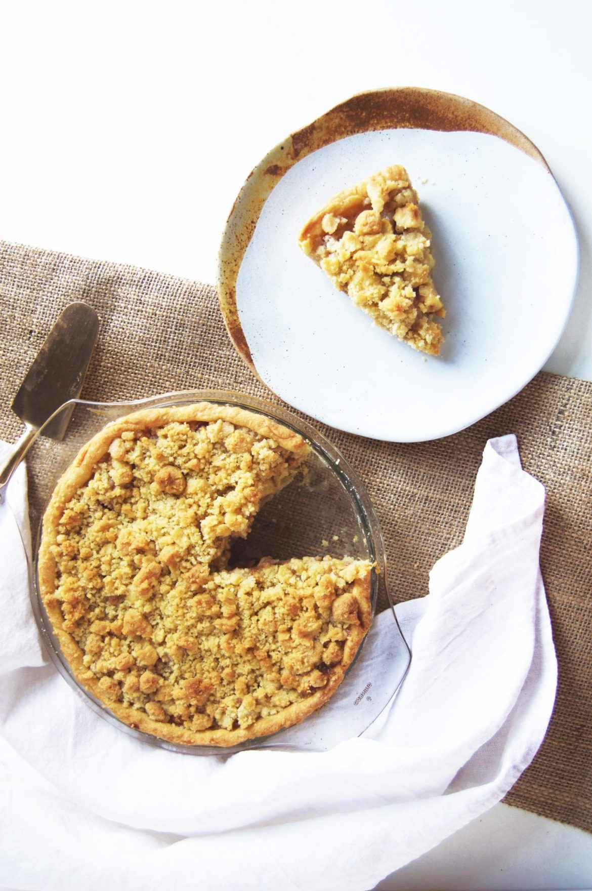Vegan German Apple Crumble Pie