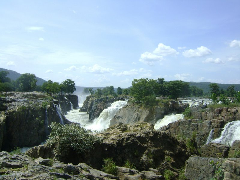 Hogenakkal Falls in Tamil Nadu - The Cascading Beauty  (2/3)