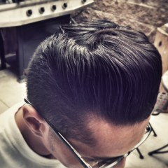 Steps to put on right pomade