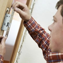 Hire professional and licensed locksmith for best service