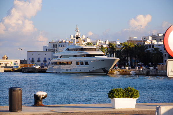 Luxury Yacht Charter Newport Beach
