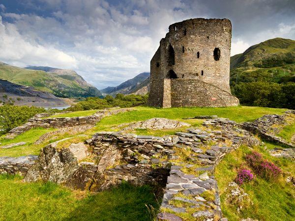 dolbadarn-castle-snowdonia_30904_600x450