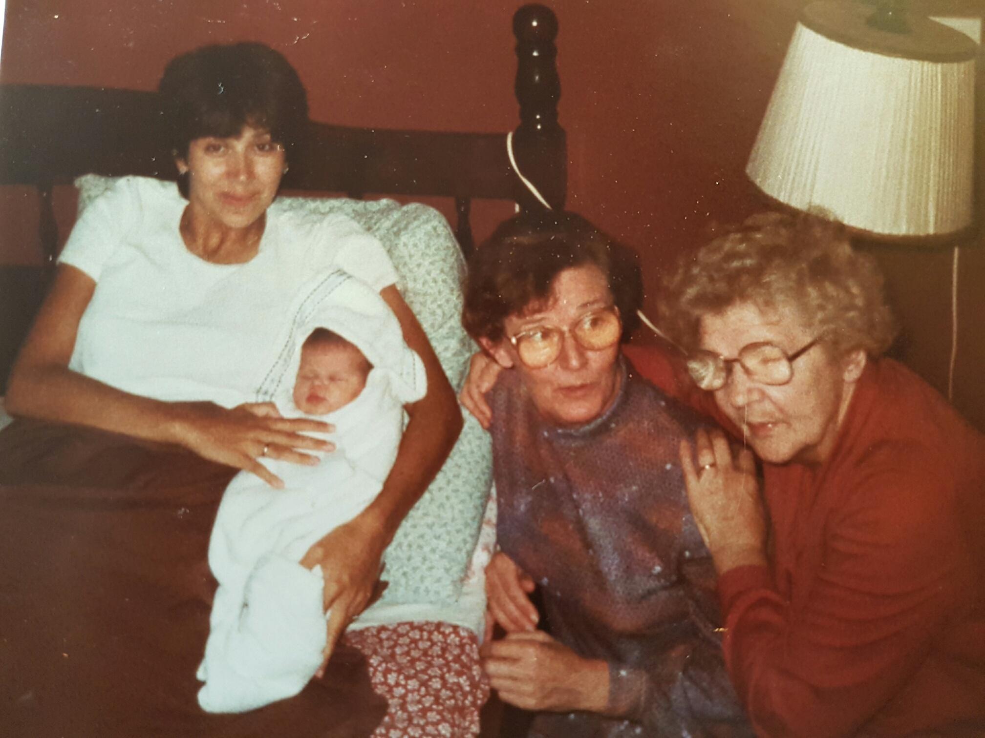 4 generaties vrouwen op een rij