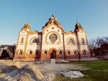 Joods gebedshuis in aanbouw Servië Novi Sad
