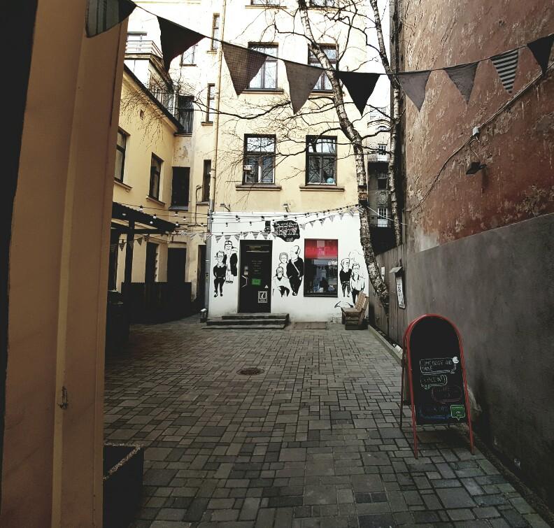Het steegje waar Roberts Books zit Riga Letland