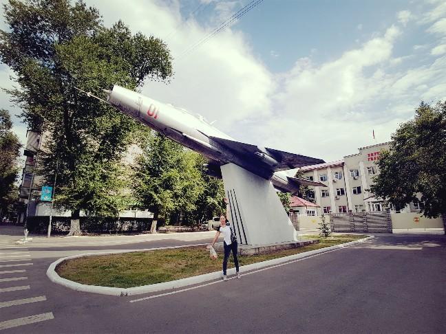 Russische straaljager in Bishkek