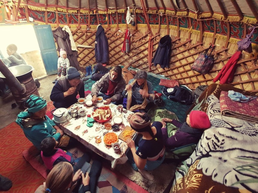 Kirgizië bergen kamperen herders trektocht