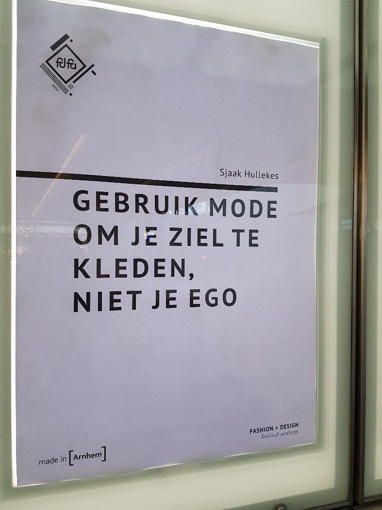 Poster op Arnhem centraal station