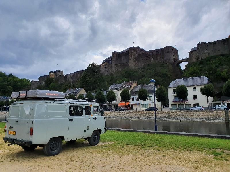 Beste camper voor een roadtrip; UAZ camper versus Volkswagen T1 retro