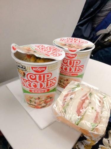 機内食のカップヌードル