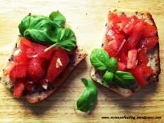 Tomato bruschetta. Pomidorowa bruschetta. -