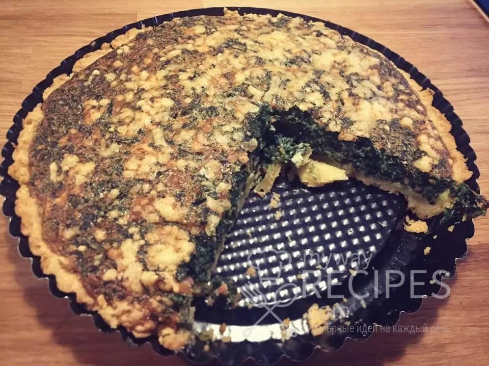 Тертый пирог с лососем и шпинатом