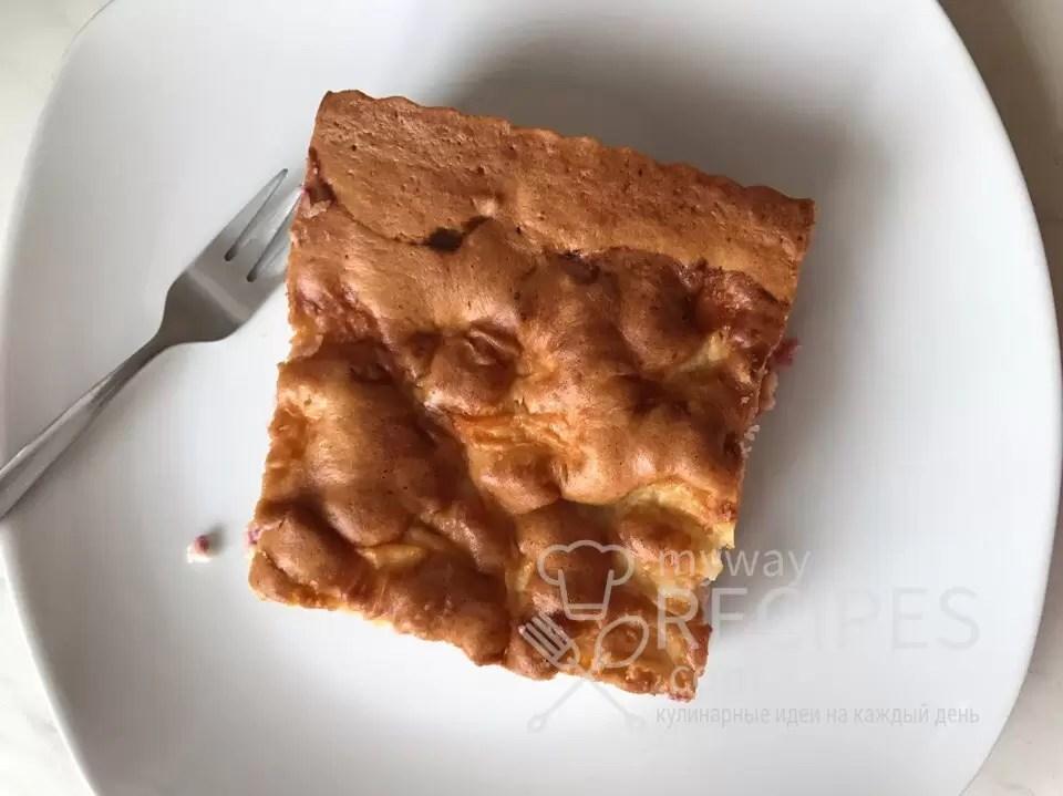 Пирог с творогом и малиной