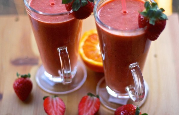 Strawberry Blood Orange smoothie with Carob Powder