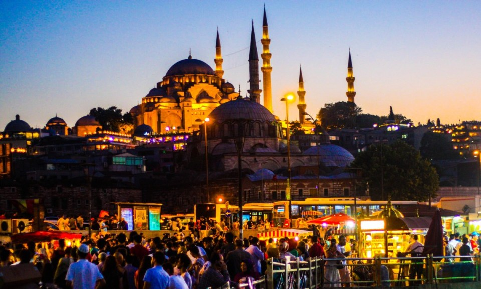 Photo Essay: Istanbul at night