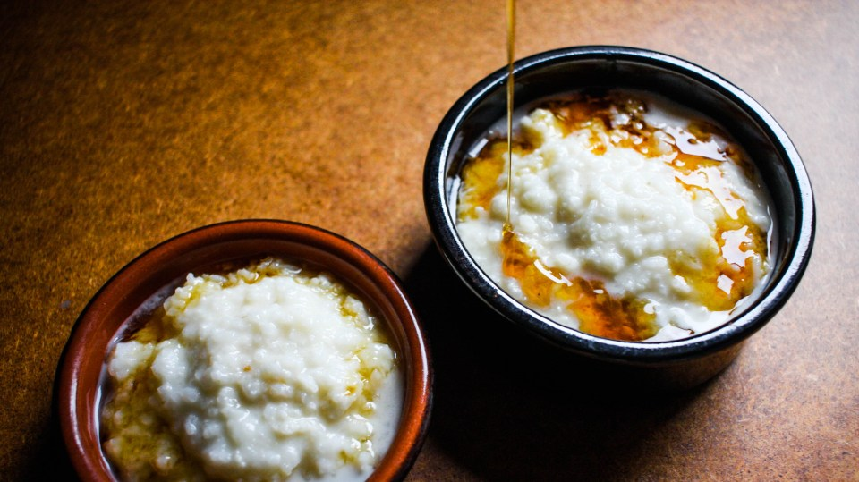 Take on the world with rice water porridge with banana and honey