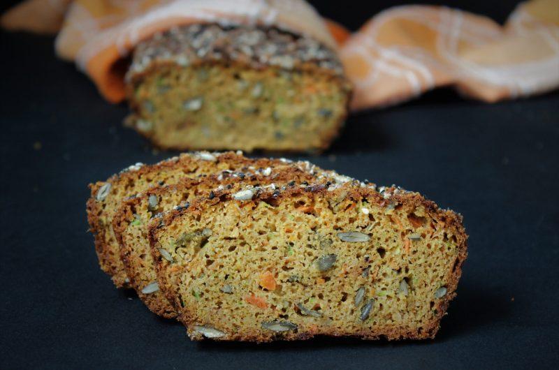 Кето зеленчуков хляб с тиквичка и морков