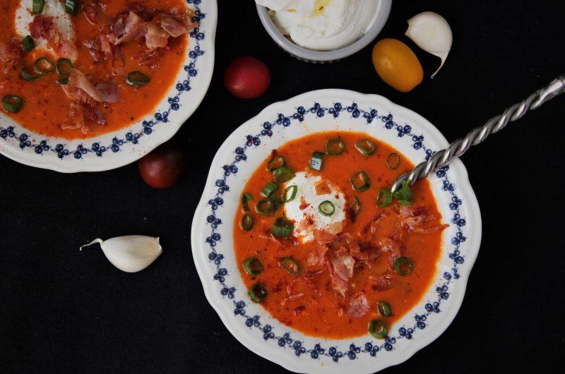Кето доматена супа с бекон и сирене