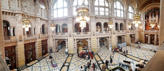 Kelvingrove Art Gallery and Museum central hall with pipe organ on the right side