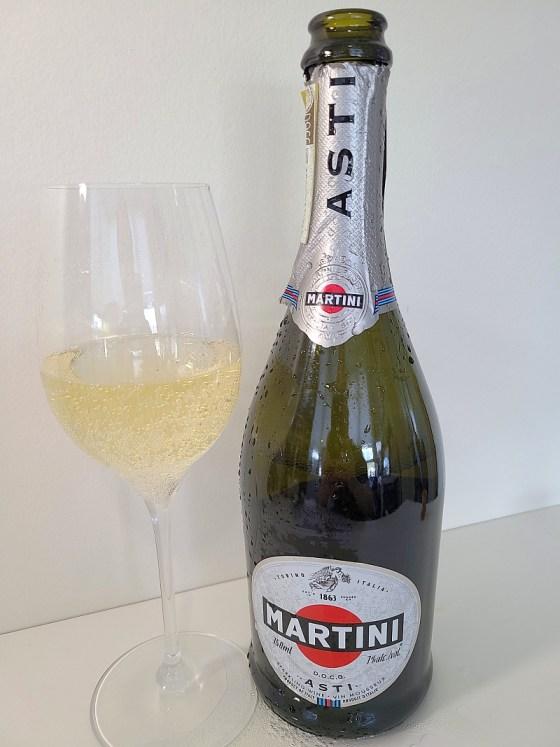 MARTINI Asti DOCG with wine in glass