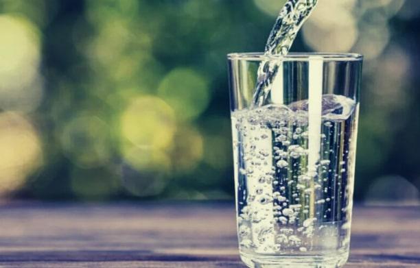 Три глотка: заговор на воду стараюсь начинать с него каждое утро