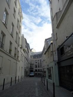 Flânerie dans le quartier des Halles (64)