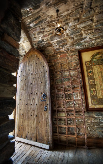 20110429133412_castle-door