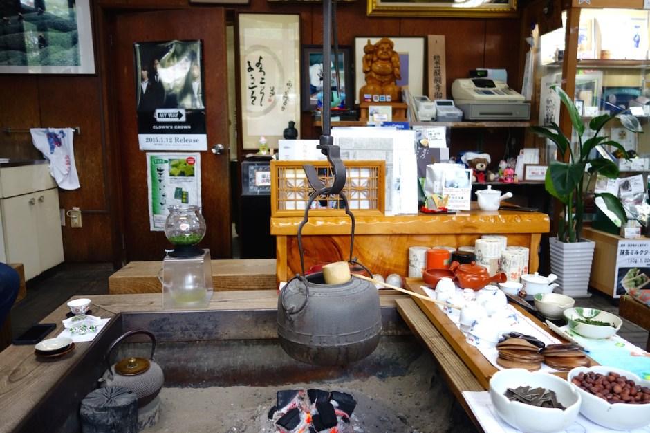 Maiko Tea, Feuerstelle, Wasserkessel