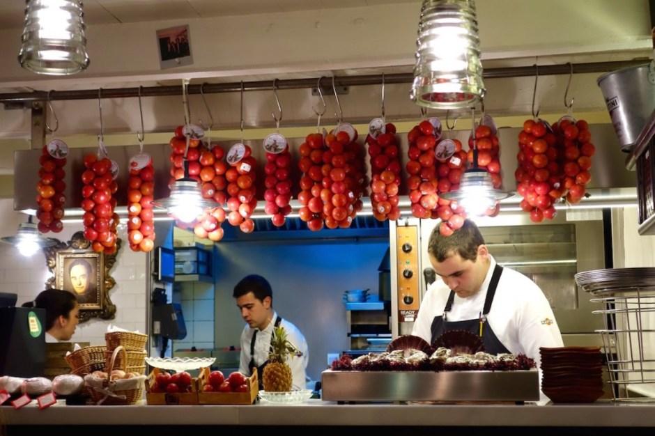 Bodega 1900, Barcelona, Blick in die Küche