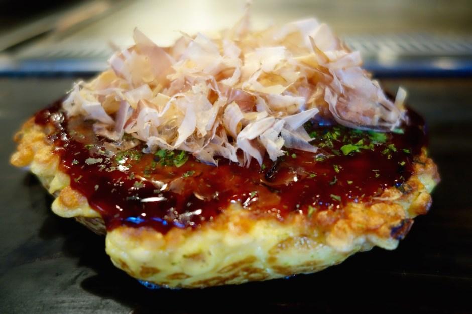 Okonomiyaki mit Bonitoflocken, Katsuobushi