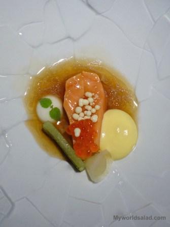 Lachs im Champonsud mit Yuzu, Miso und Passionsfrucht von Kevin Fehling, The Table, Hamburg